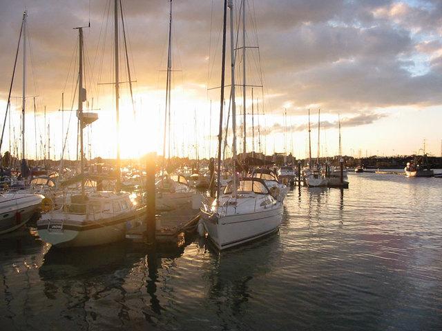 boat-sunset-1495753-640x480
